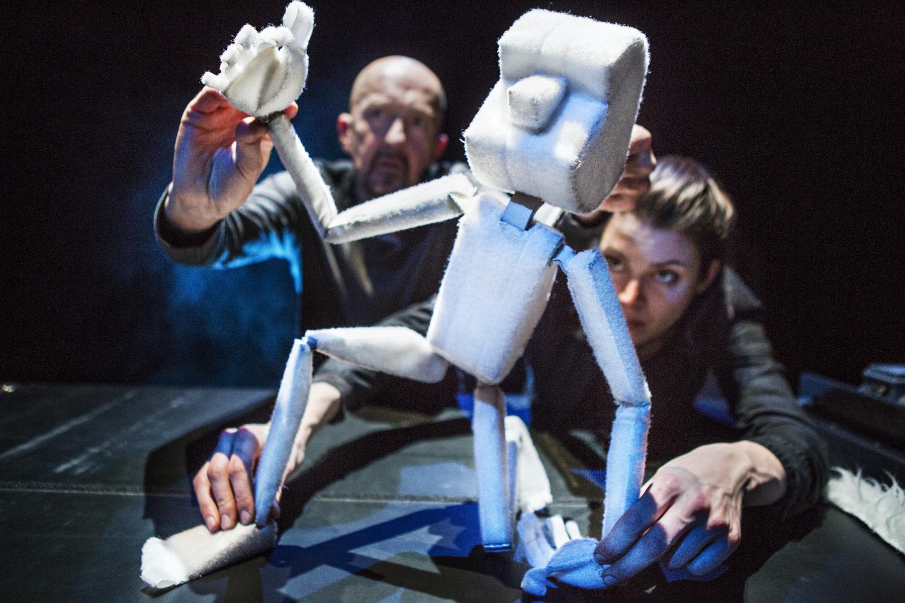Ultima Thule - Ultima Thule brengt figuren- en beeldend theater voor jongeren én volwassenen.
