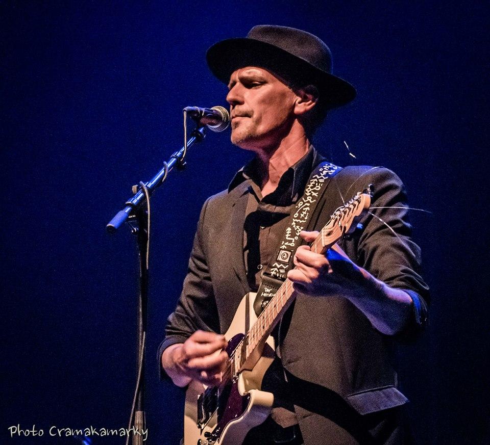 Piet Clarysse   Free lance gitarist - akoestisch/elektrisch Projecten:les Sacs àSacs - de Boomn van de weireld - Satellites - Ride This Train