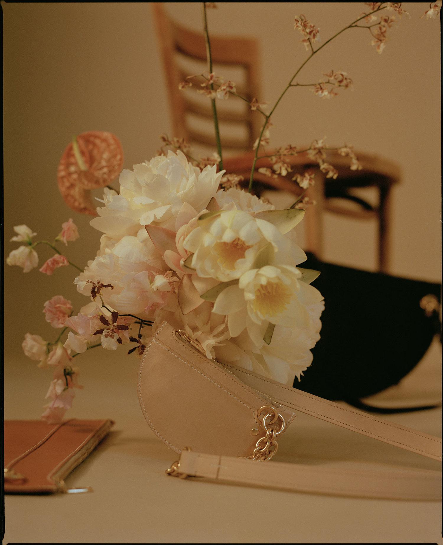 SIMETRIE - Photos | Drew Wheeler @drewbydrewbyModèles | Billie @billie_smolsy_Bela @bela_ph from IMG @imgmodelsDirection Artistique | Candice Agius @thecandyfeedStylisme | Thea Blocksidge @theabebeMaquillage + Coiffure | Georgia Ramman @georgiarammanAssistant Photo | Enrico Kas @enricokasArtiste florale | Hattie Molloy @hattiemolloysimetrie.com.au