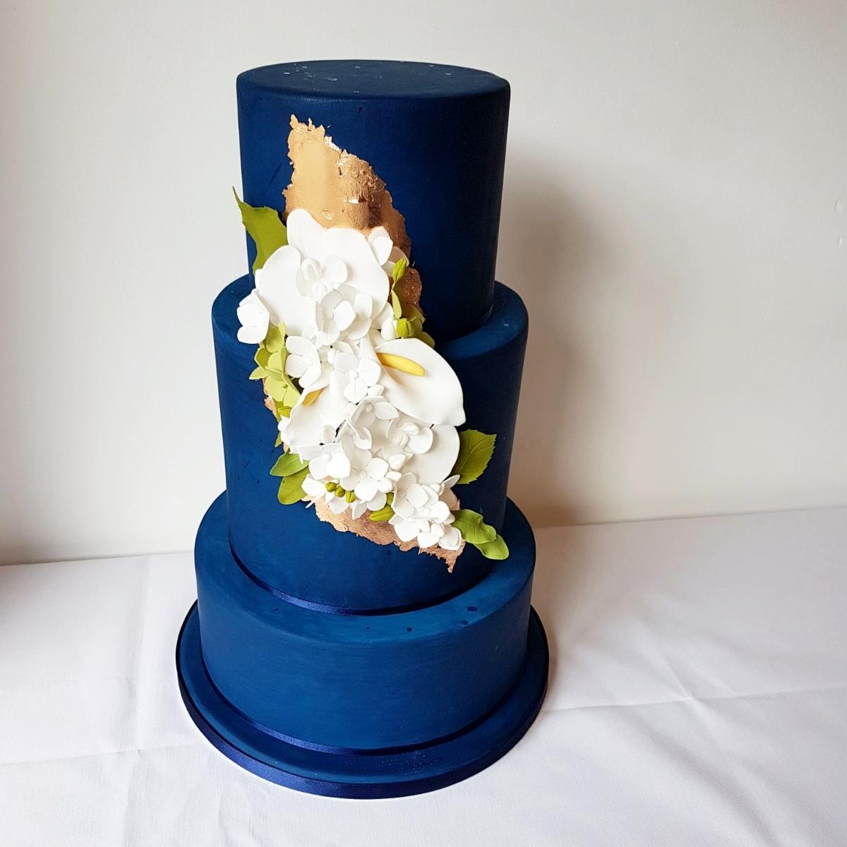 REBECCA SEVIOUR NAVY BLUE FONDANT 3 TIER WEDDING CAKE