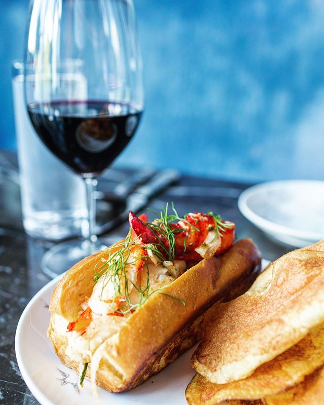 A glass of wine + a lobster roll = 🥇. Shot for @mgmnationalharbor. . . . . .  #bythings #tlpicks #finditliveit #acreativedc #igdc #theartofslowliving #foodandwine #buzzfeast #feedfeed #eater #eeeeeats #thechalkboardeats #mycommontable #foodstyling #thatsdarling  #nationalharbor #dcfoodphotography #dceats