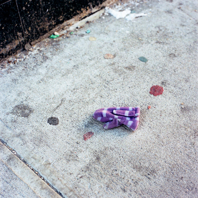 Stripped Purple Mitten (Child's Right) (01030313)