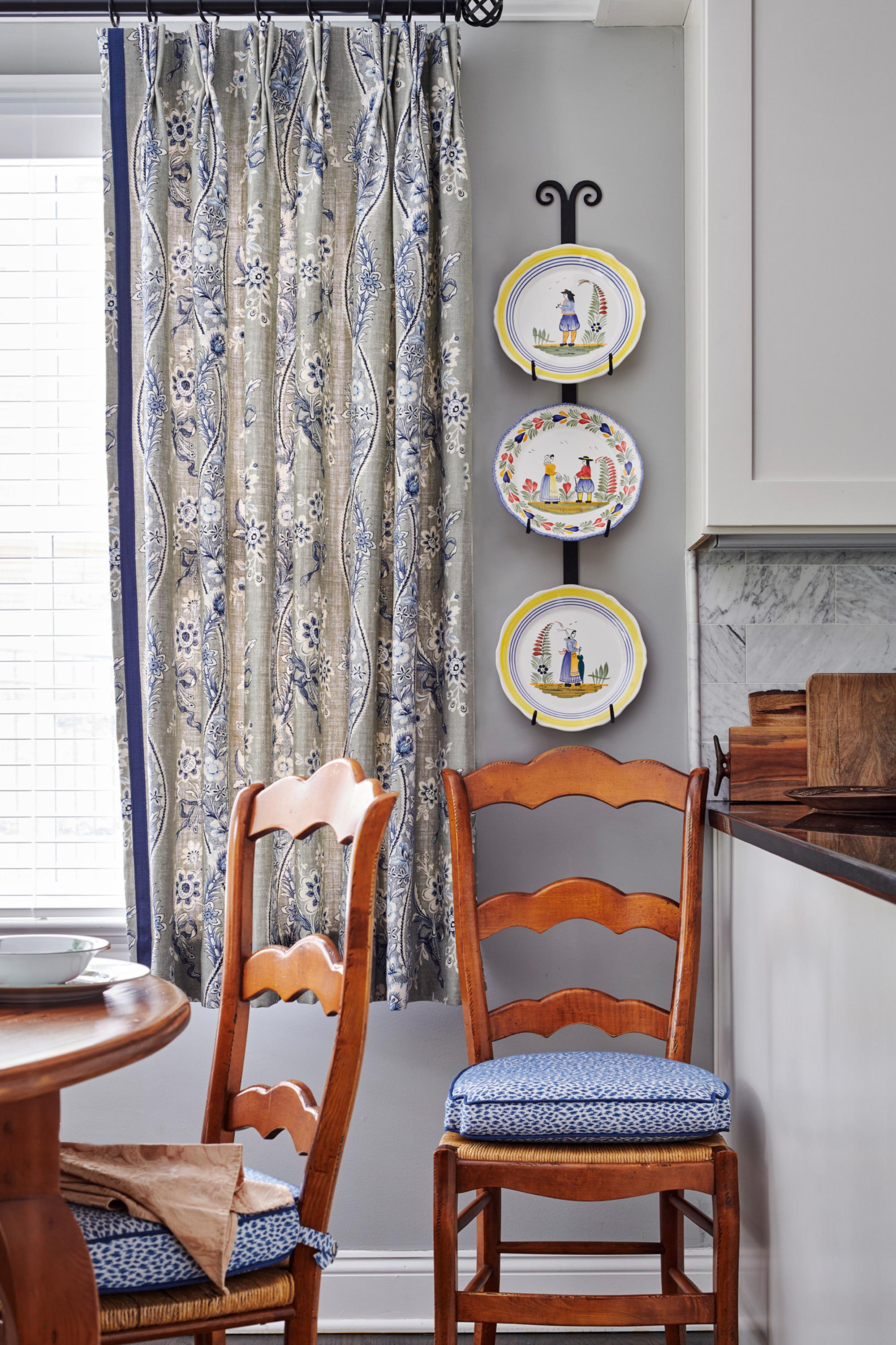 Decorative plates hanging on wall