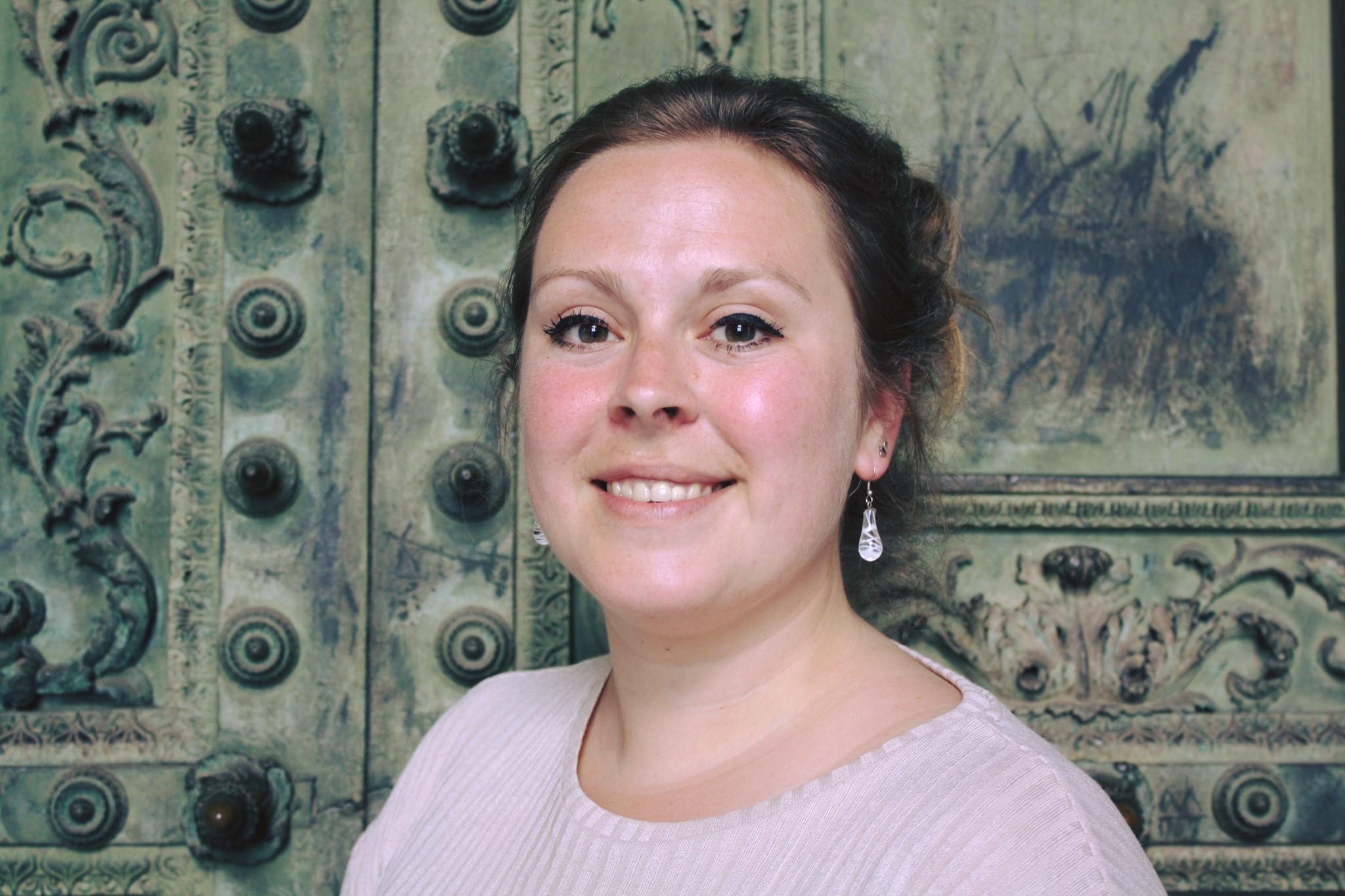 Nikè Sophia Haverkamp - Een creatieve, enthousiaste, ondernemende, jonge professional, gespecialiseerd in de conservering en restauratie van keramiek en glas. Daarnaast heb ik een specifieke interesse in archeologisch glas en moderne kunst en een hart voor onderzoek en educatie.Ik zie het als mijn missie om zorg te dragen voor cultureel erfgoed zodat dit behouden wordt voor toekomstige generaties.