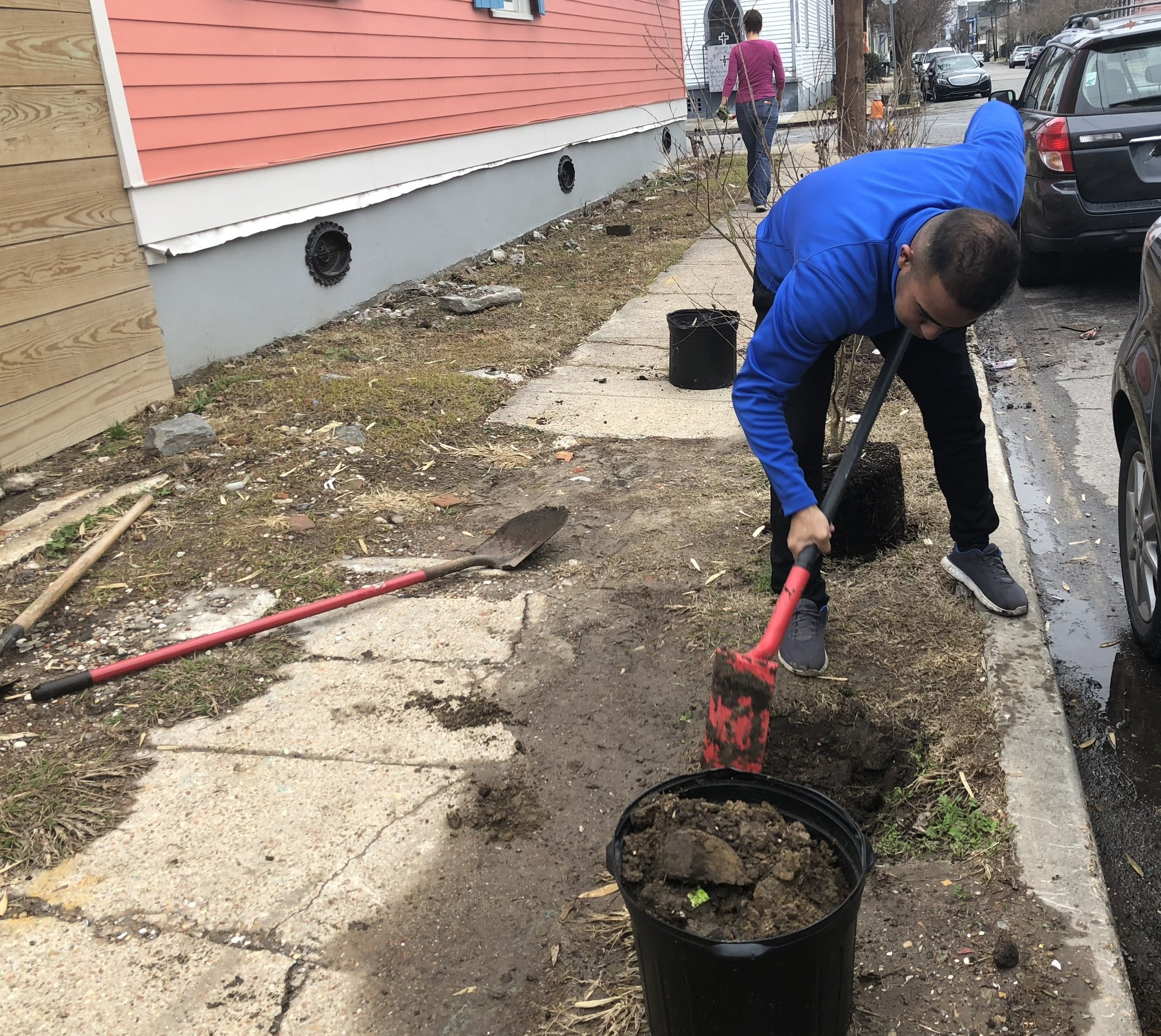 Neighbors pitching in 1/29/18 on the 1000 block of n villere st