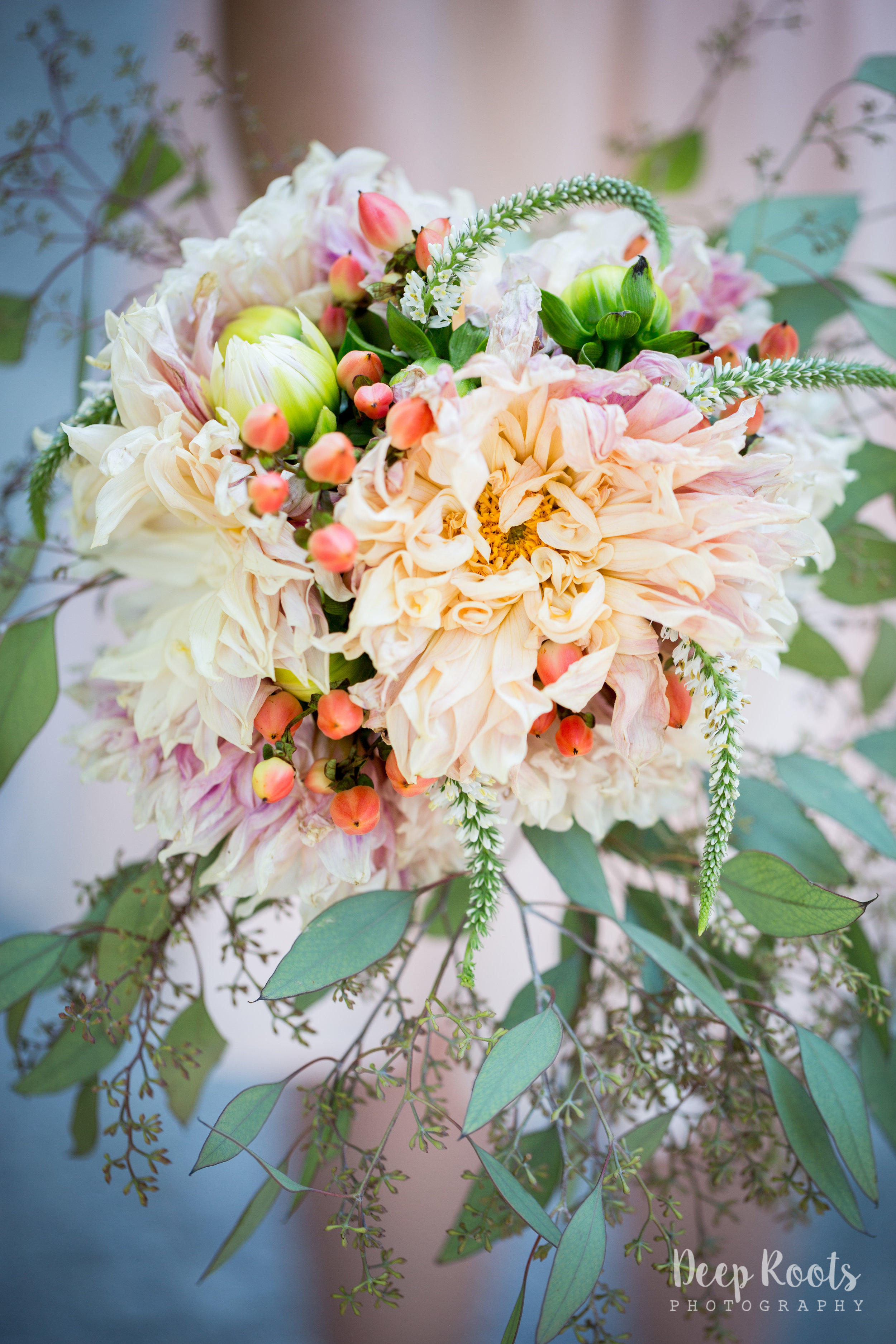 Just look at that bouquet. So. Perfect.