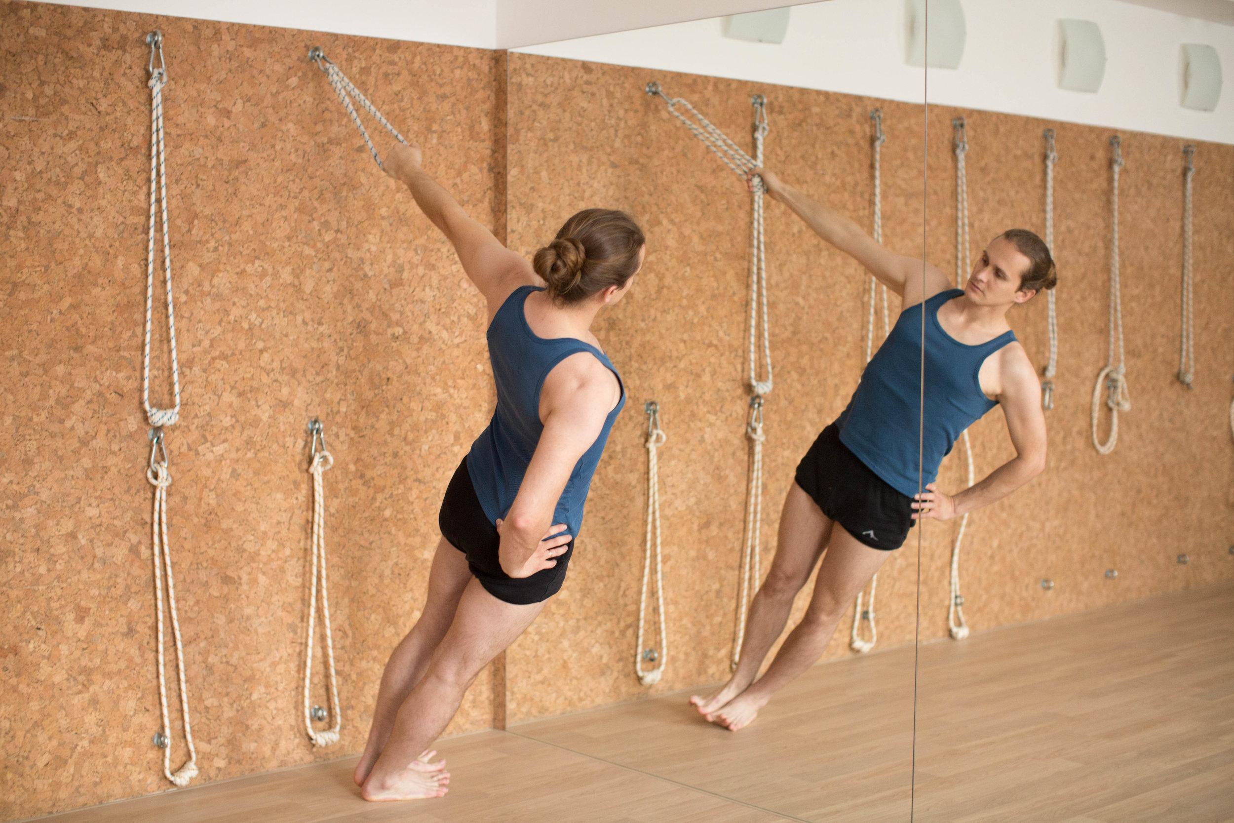 Семён Кудрин, профессиональный инструктор и массажист в нашем центре йоги Айенгара и индийской медицины в Нижнем Новгороде