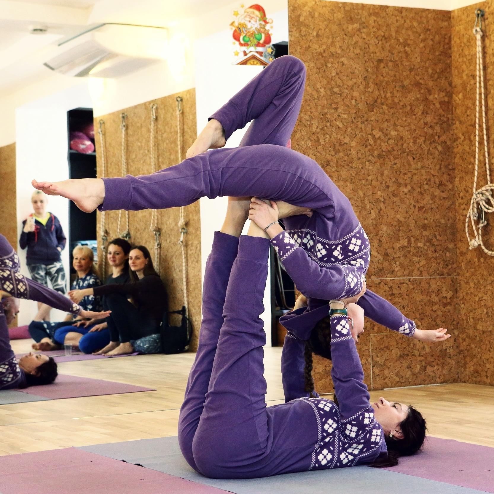Наши преподаватели вдохновят вас на достижениеновых вершин в вашей практике йоги Айенгара
