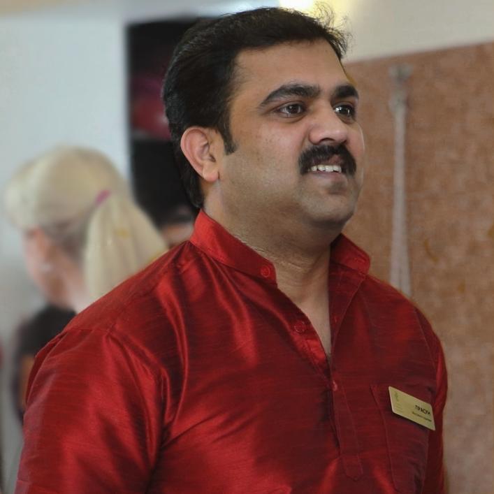 Прасун, массажист-терапевт, выполняет все виды индийского массажа и Аюрведические процедуры в нашем центре Йога Практика Нижний Новгород