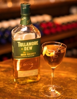 Tullamore DewSweet VermouthPedro Ximinex SherryA Few Drops of Aztec Choc BittersServed with Raisins and Garnished with a Lemon Twist - gertie's dew€9