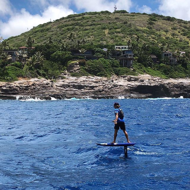 Another record-breaking year at the @molokai2oahu race. @kai_lenny shattered his record from last year finishing with a time of 2:29:38 riding our 2019 race prototype. @annie__starr rode the the Hydros FW1400 finishing in 3:20:22 making her the fastest woman across the channel. #THEHYDROFOILCOMPANY