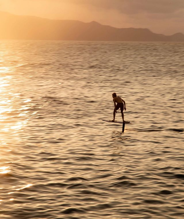 Golden hour cruise 🦇☀️ photo: @ryanjohnson.mov #THEHYDROFOILCOMPANY