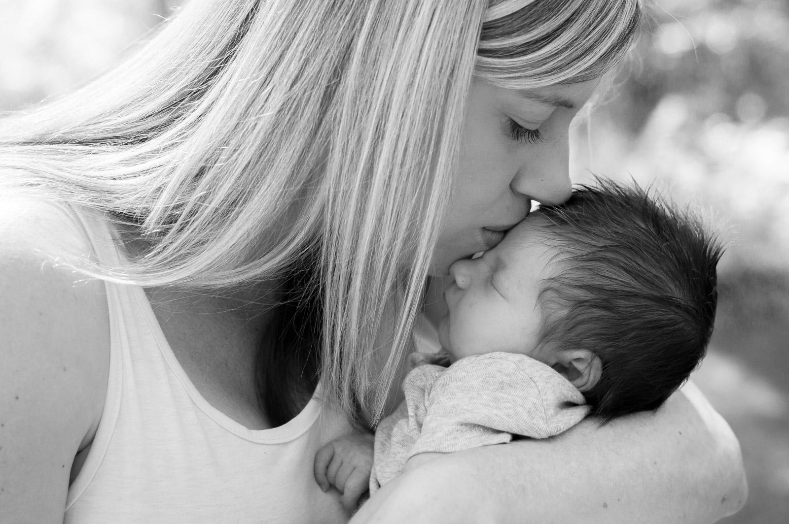 lifestyle-newborn-photography-mommy-and-me-round-lake-camas-washington