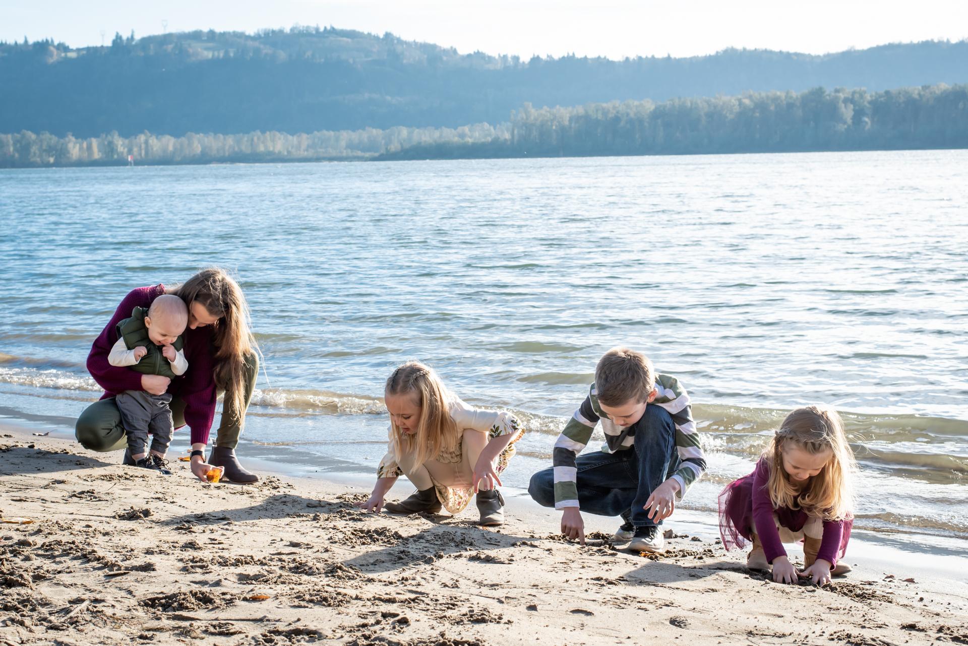 Kids-lifestyle-photography-cottonwood-beach-washougal-washington