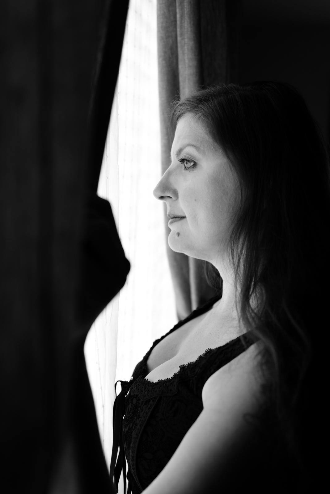 boudoir-photography-vancouver-washington-windows