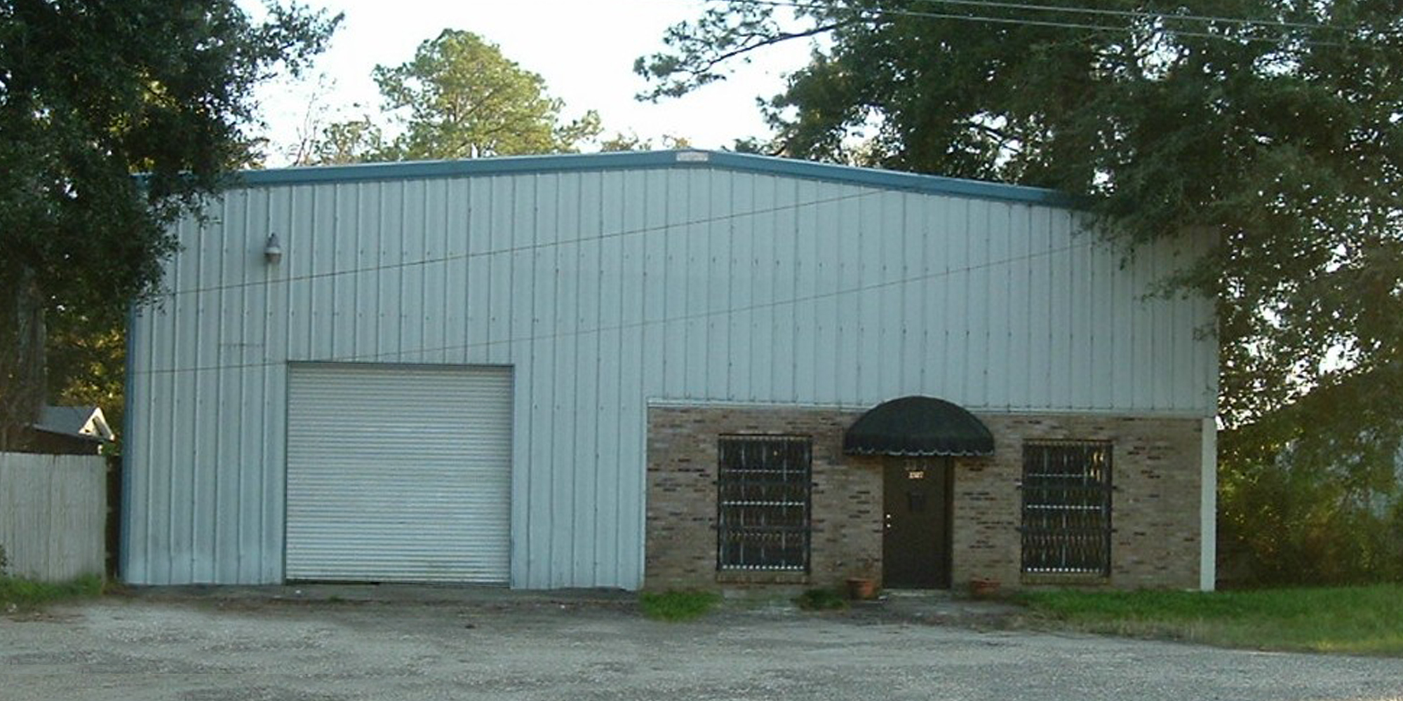 3307 Halls Mill Road - WAREHOUSEA 2,500± square foot office/warehouse located on the south side of Halls Mill Road, just west of Interstate 65.Lease Price: $900 Per Month