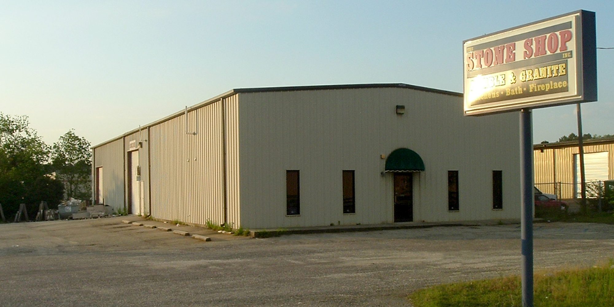 3766 Halls Mill Road - WAREHOUSEA 6,250± square foot office/warehouse located on the north side of Halls Mill Road, between Azalea Road and the Interstate 65 Service Road. The building is 100% occupied.Tenant: The Stone Shop