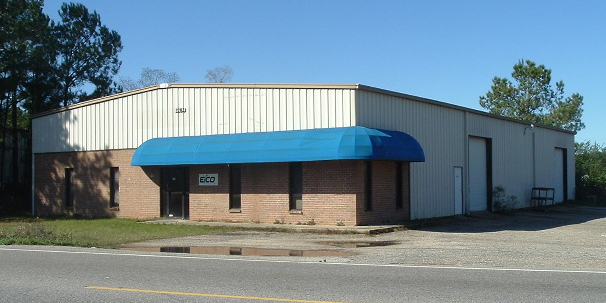 3782 Halls Mill Road - WAREHOUSEA 6,000± square foot metal office/warehouse with 900± square feet of office space and 5,100± square feet of warehouse space. The building is 100% occupied.Tenant: Mark's Automotive