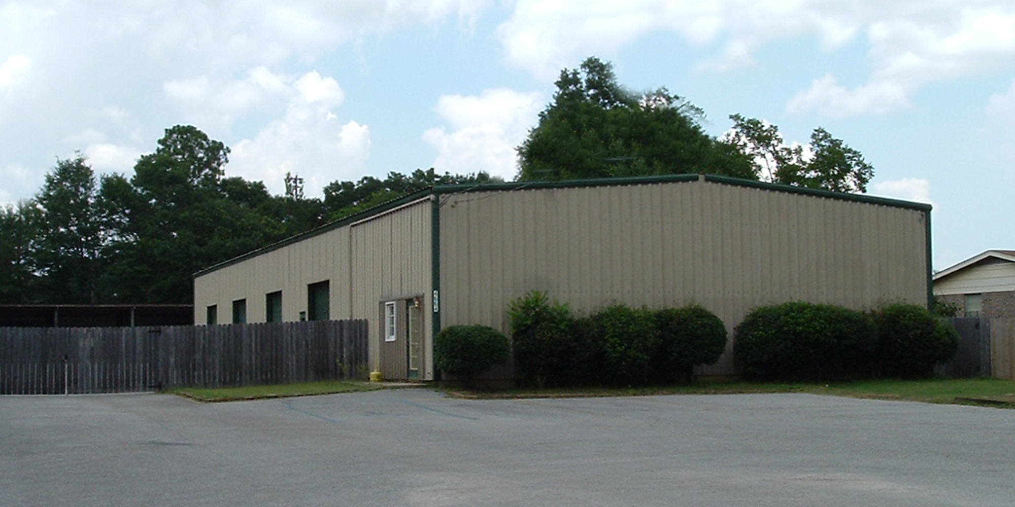 4664 Halls Mill Road - WAREHOUSEA 6,250± square foot office/warehouse located on the north side of Halls Mill Road, between Azalea Road and Demotropolis Road. The building is 100% occupied.Tenant: Delta Stone