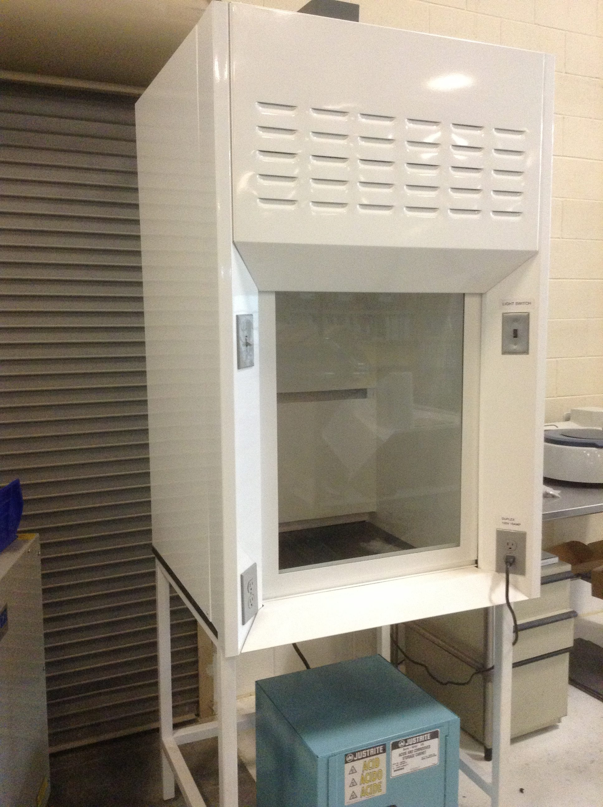Fume hood for medical manufacturer