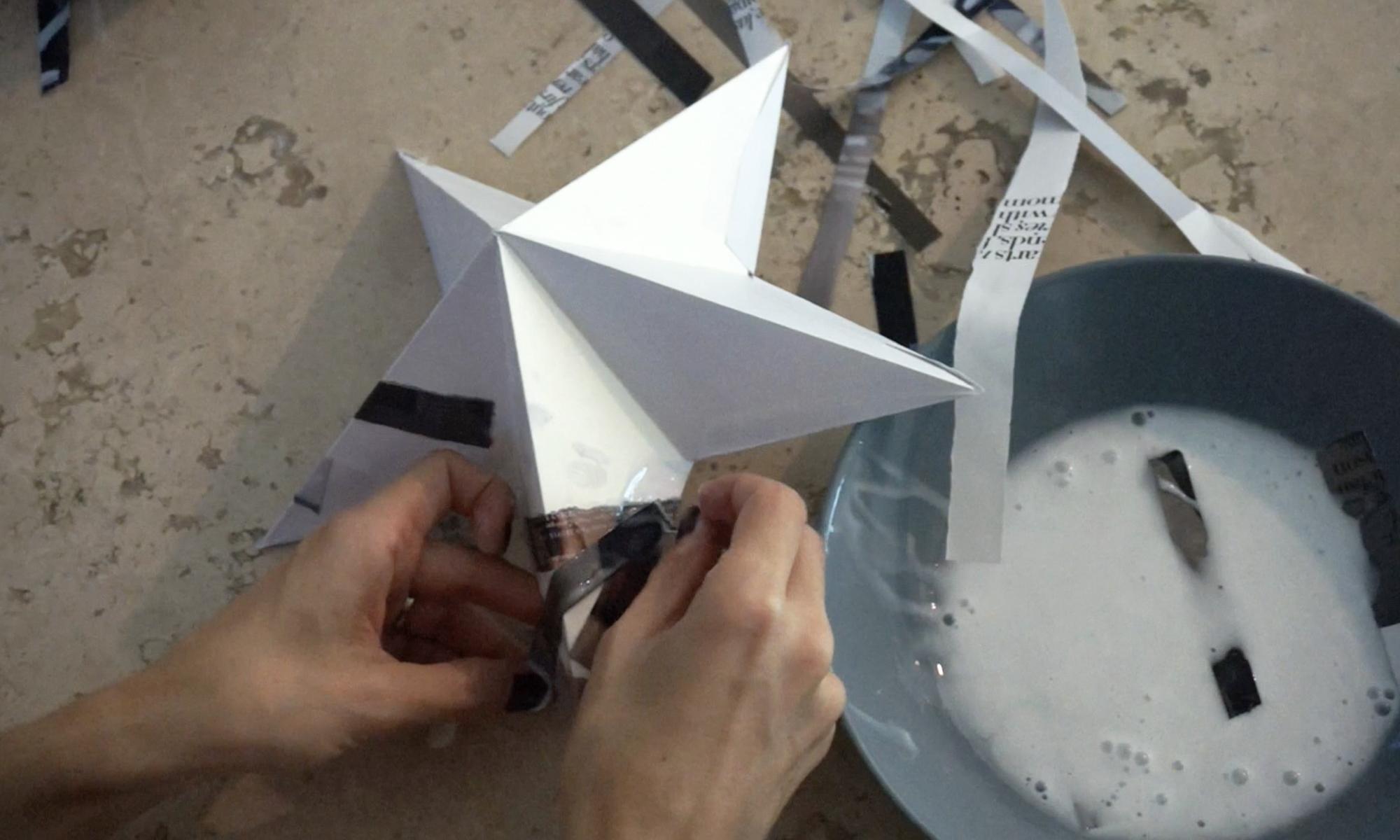apply strips of paper dipped in a mixture of elmer's glue and water /  fortalece la estrella aplicando tiras de papel con engrudo (resistol mezclado con agua)