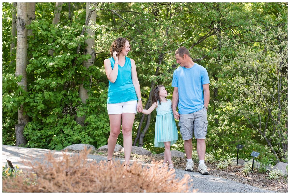 Green Bay Botanical Gardens Spring Family Session_0006.jpg