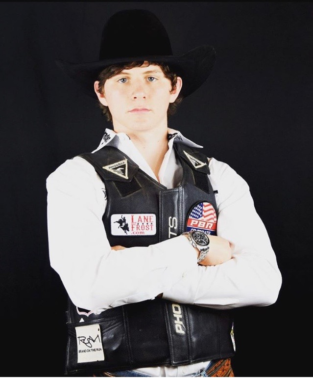 Trey Holston, Fort Scott, Kansas wins round 1 on 11 Joker from Shop Creek Cattle