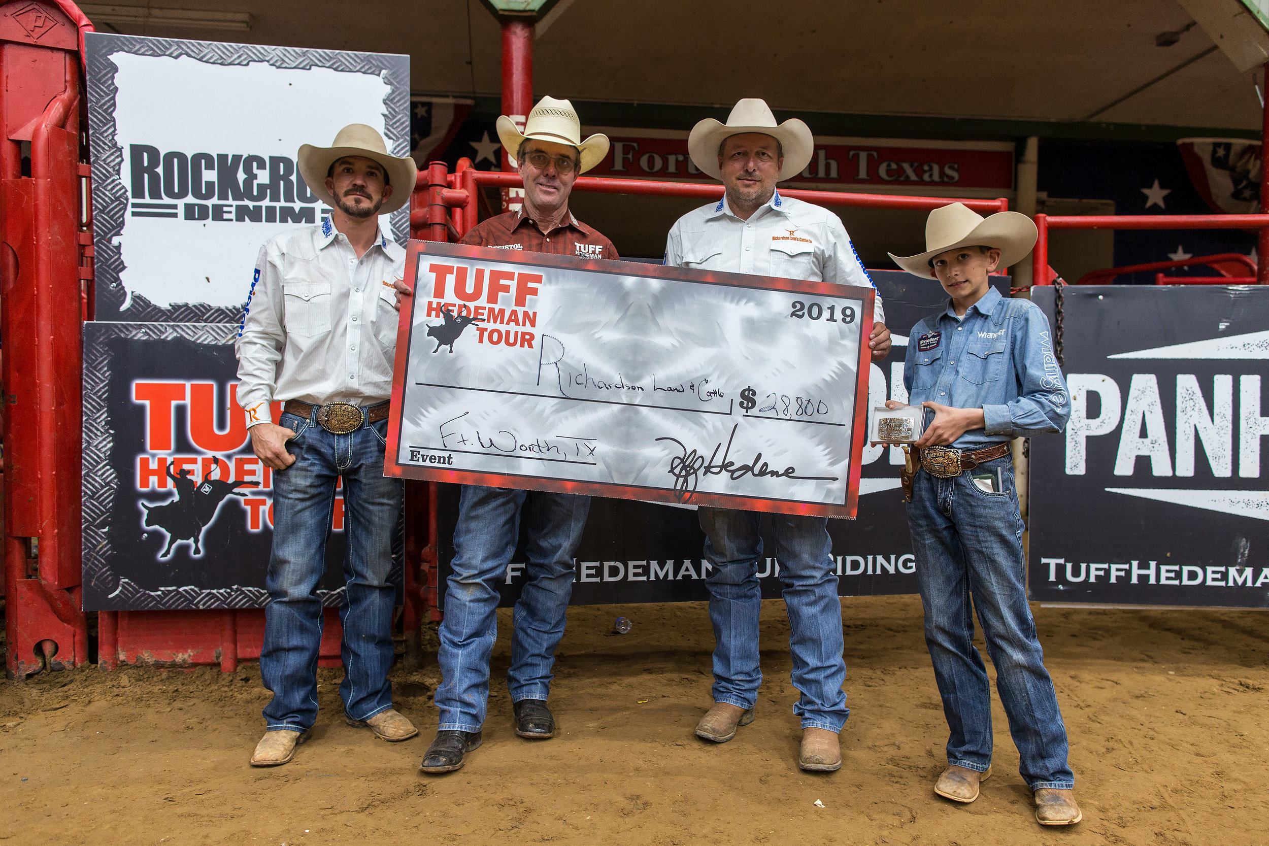 Jerry Richardson and Pistol Robinson team up to win the Tuff Hedeman Bull Team Challenge in Fort Worth.