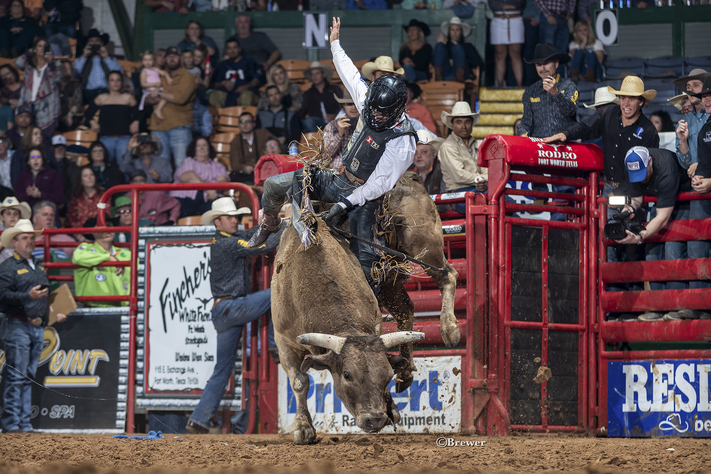 2019 PRCA Rookie of the Year leader, Stetson Wright winning the 2019 Fort Worth Tuff Hedeman Bull Riding