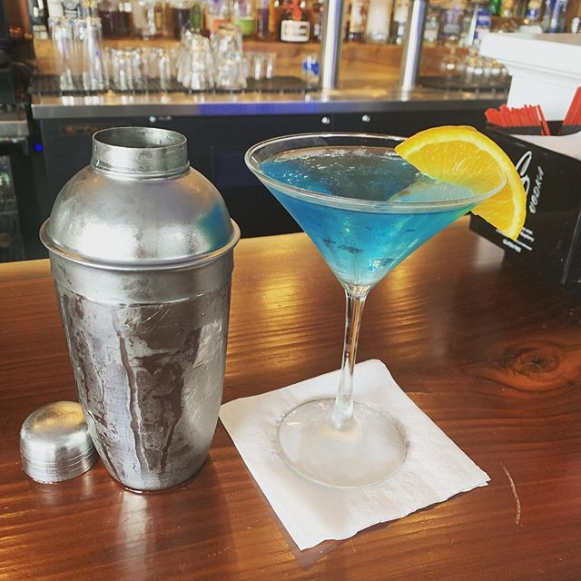 "Come beat the heat with $7 ""BLUE MOON"" martinis all night!! DYNAMIC SOUND BAND rocking the house till 11pm!!! 🎶 🍸"