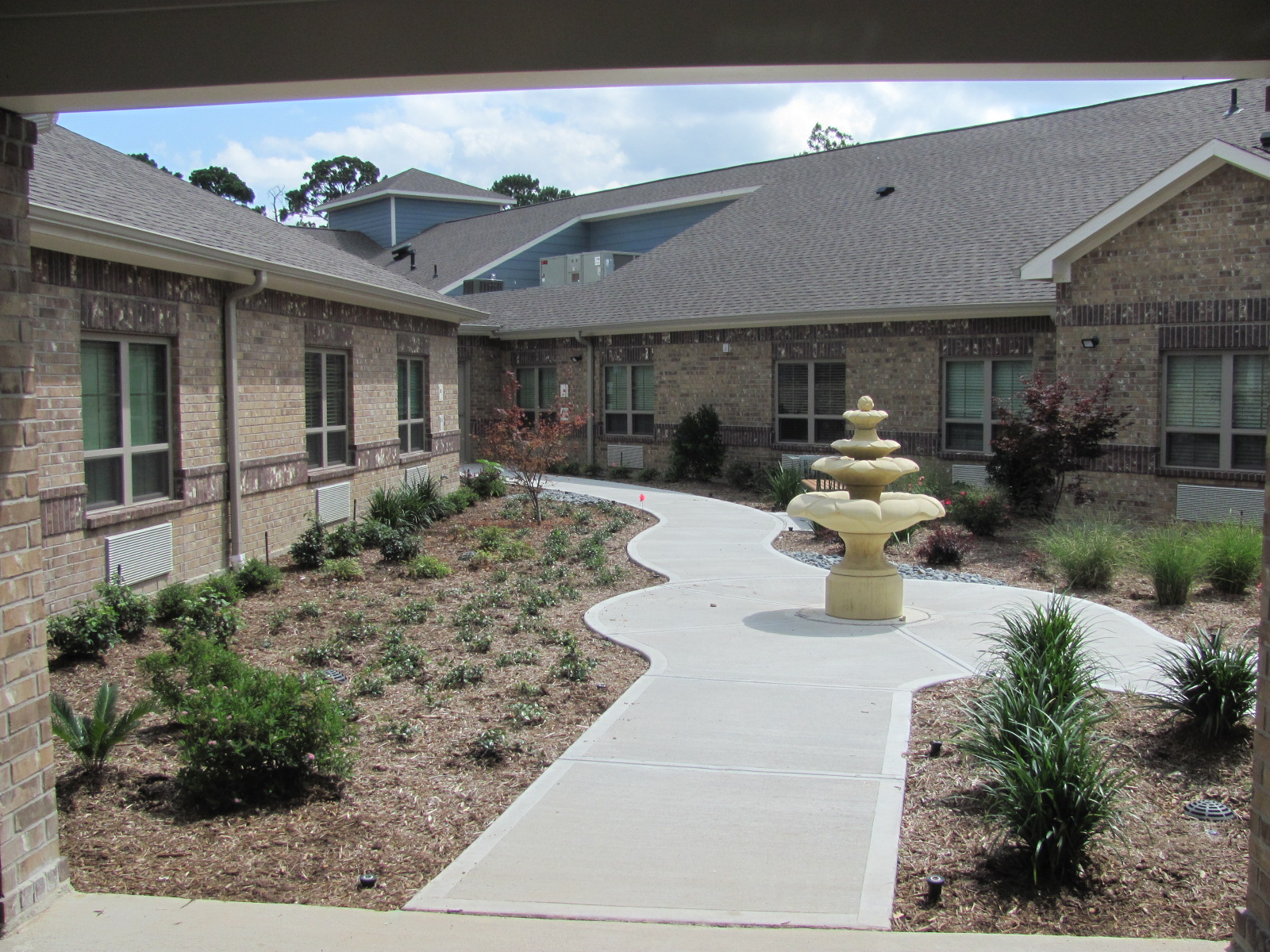Highland Park Nursing Care & Rehab_Courtyard-1.JPG