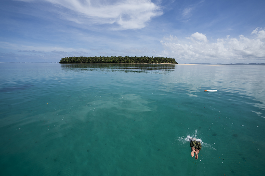 FCD Surfboards_Philippines2_Diving In_Soensjpg.jpg
