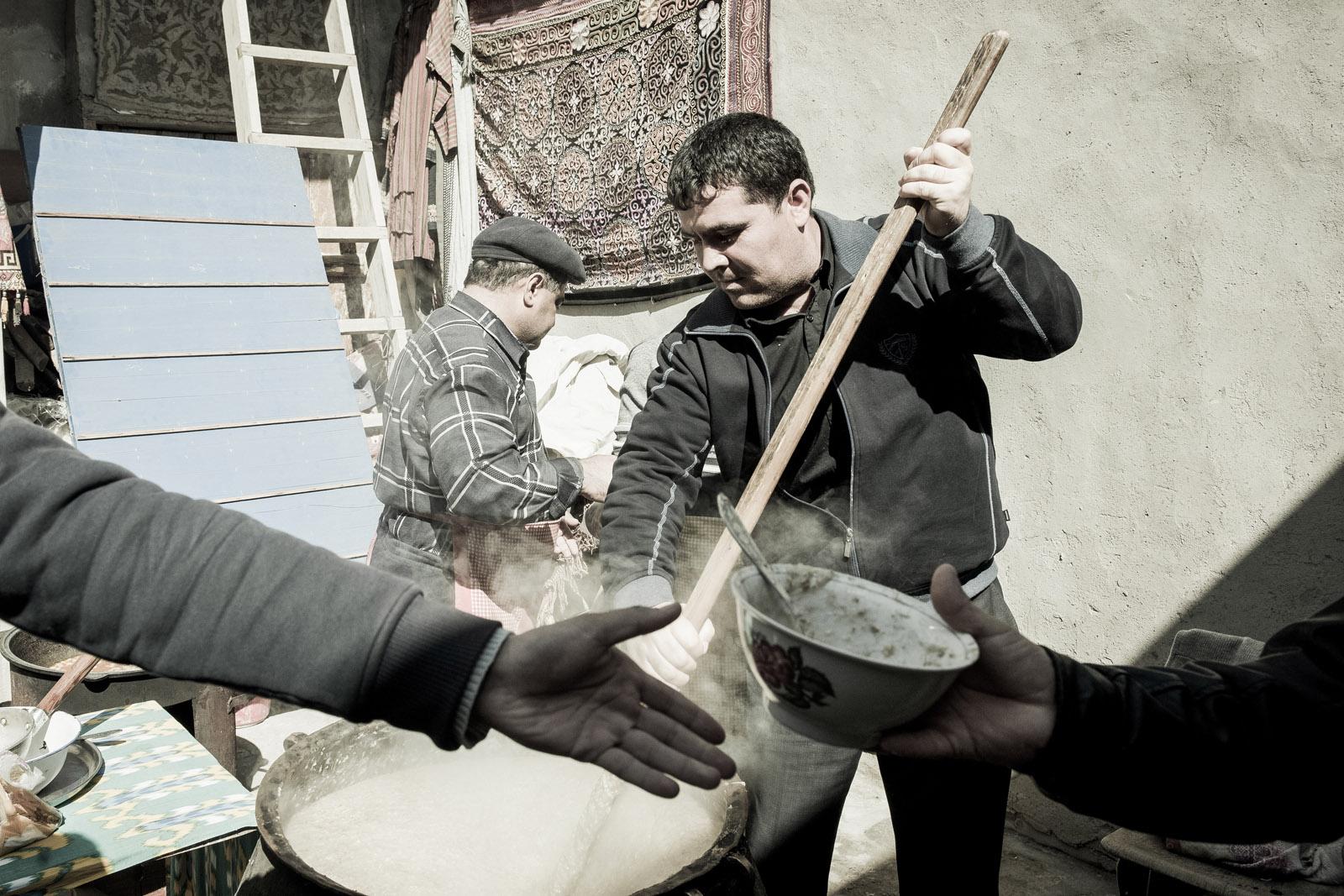 Preparación del Halissa, para festejar Navruz. Foto © Ezequiel Scagnetti.