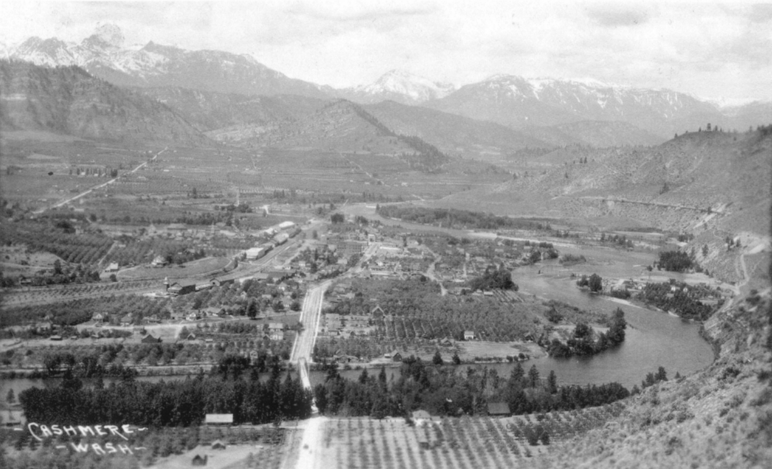 Photo of Cashmere, WA, c. 1909. Photographer unknown.