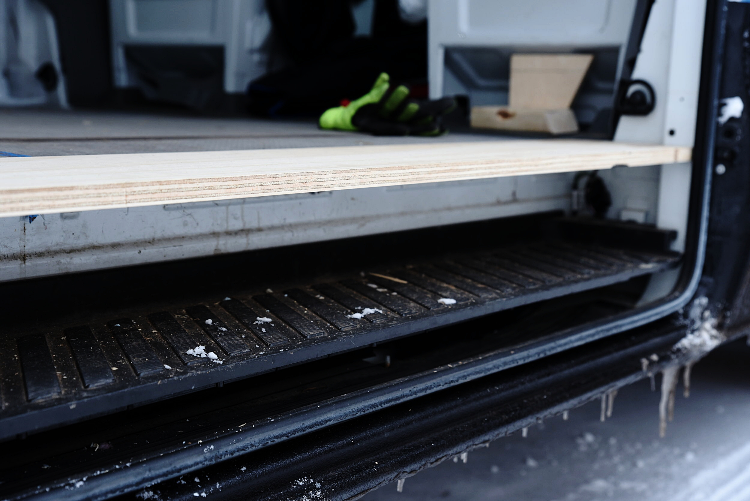 The step is made from a sturdy, high-quality 3/4-inch plywood.