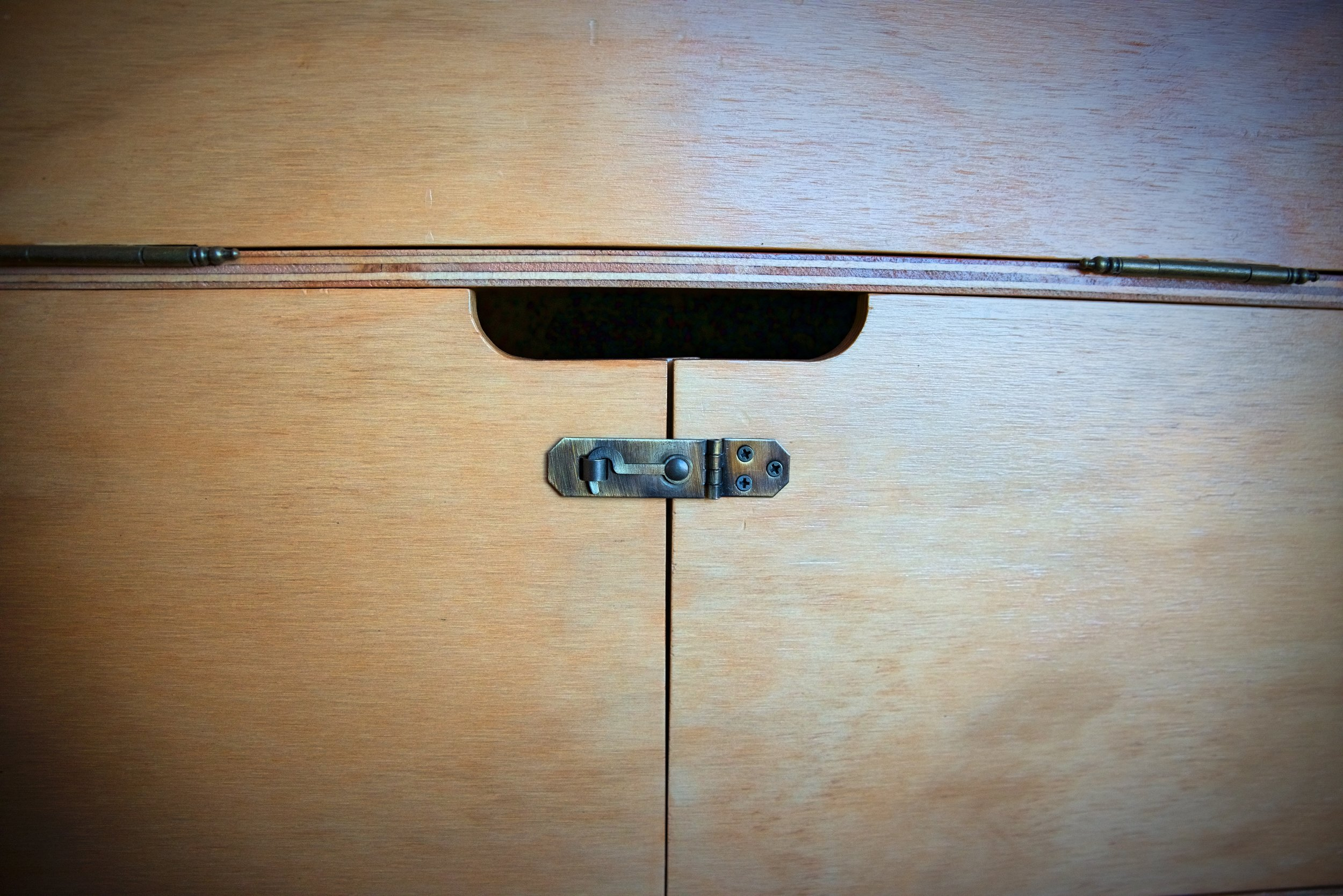 These latches keep the doors closed from the outside so that if the heavy pot slides into it, they won't open.