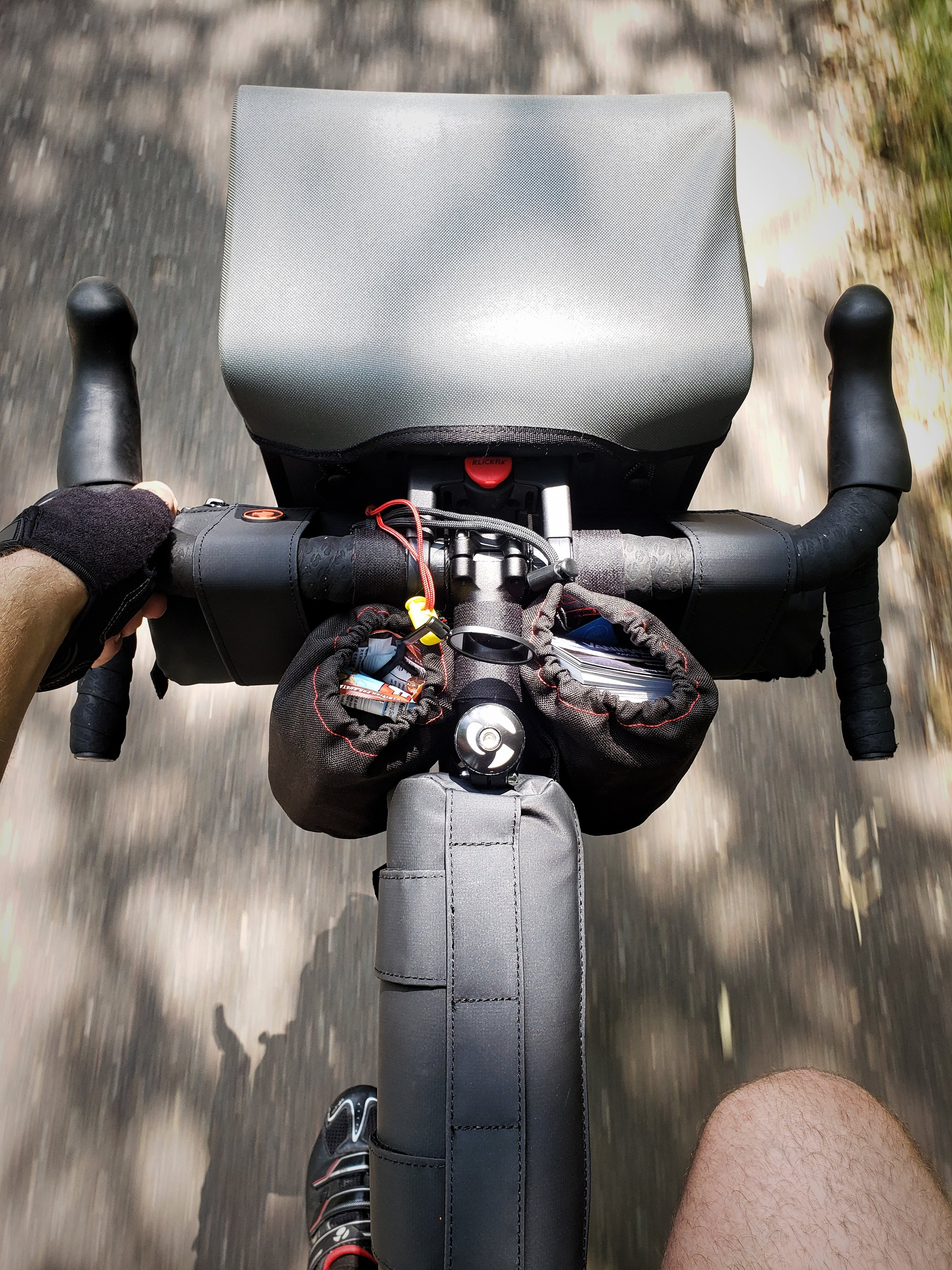 In addition to his DIY frame pack, Ian has two STASHERS insulated bags on his handlebars and one smaller one attached to his top tube.