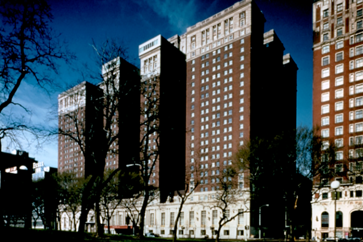 Chicago Hilton and Towers.png