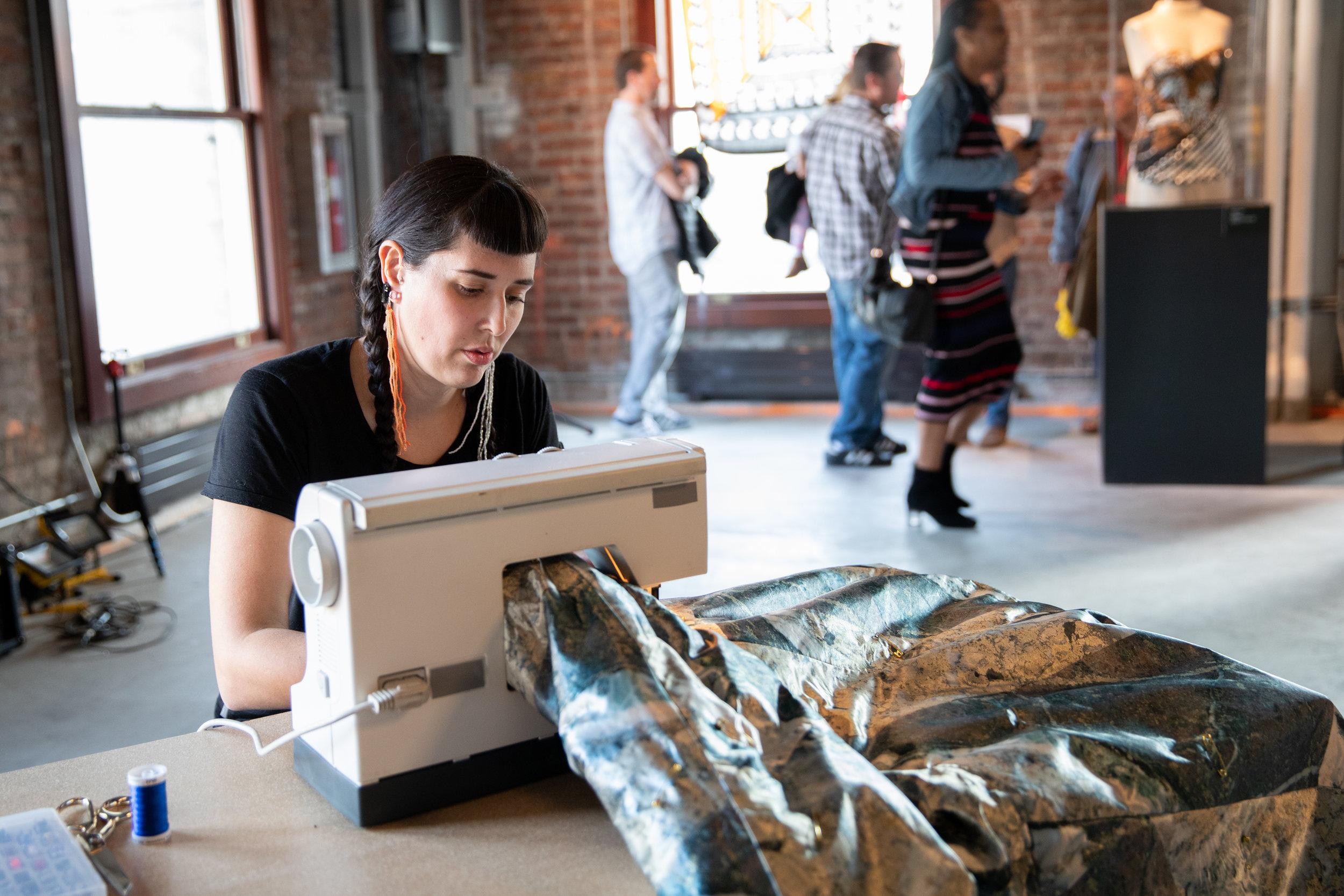 konts̱ets̱'i eł na'eneslus̱ : An echo, I am sewing (performance documentation)