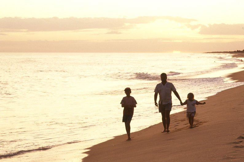 Family-Walking-on-90-Mile-Beach-794x529.jpg