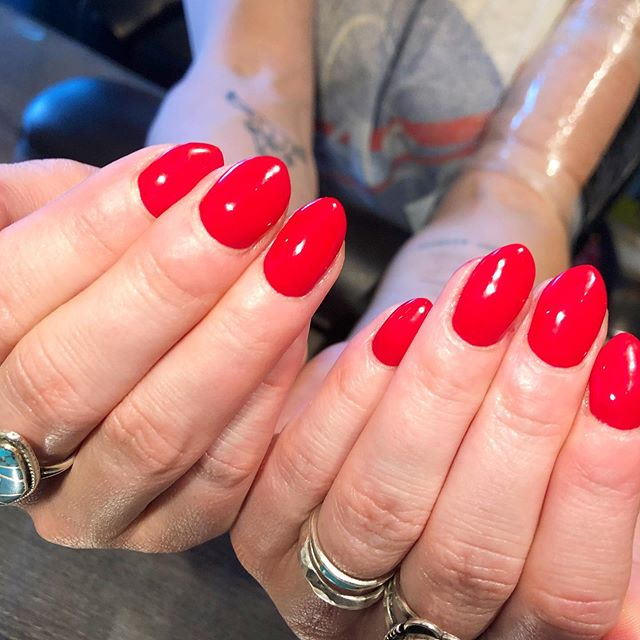 Workin on dat C curve 💪🏼. Swipe right to see the same nails two months ago ⏩  Did you know that you can train your natural nails? Years of biting or improper acrylic application can leave your nails looking wide and flat - with the right tools and at home routine we can get those natural nails looking like #goals.