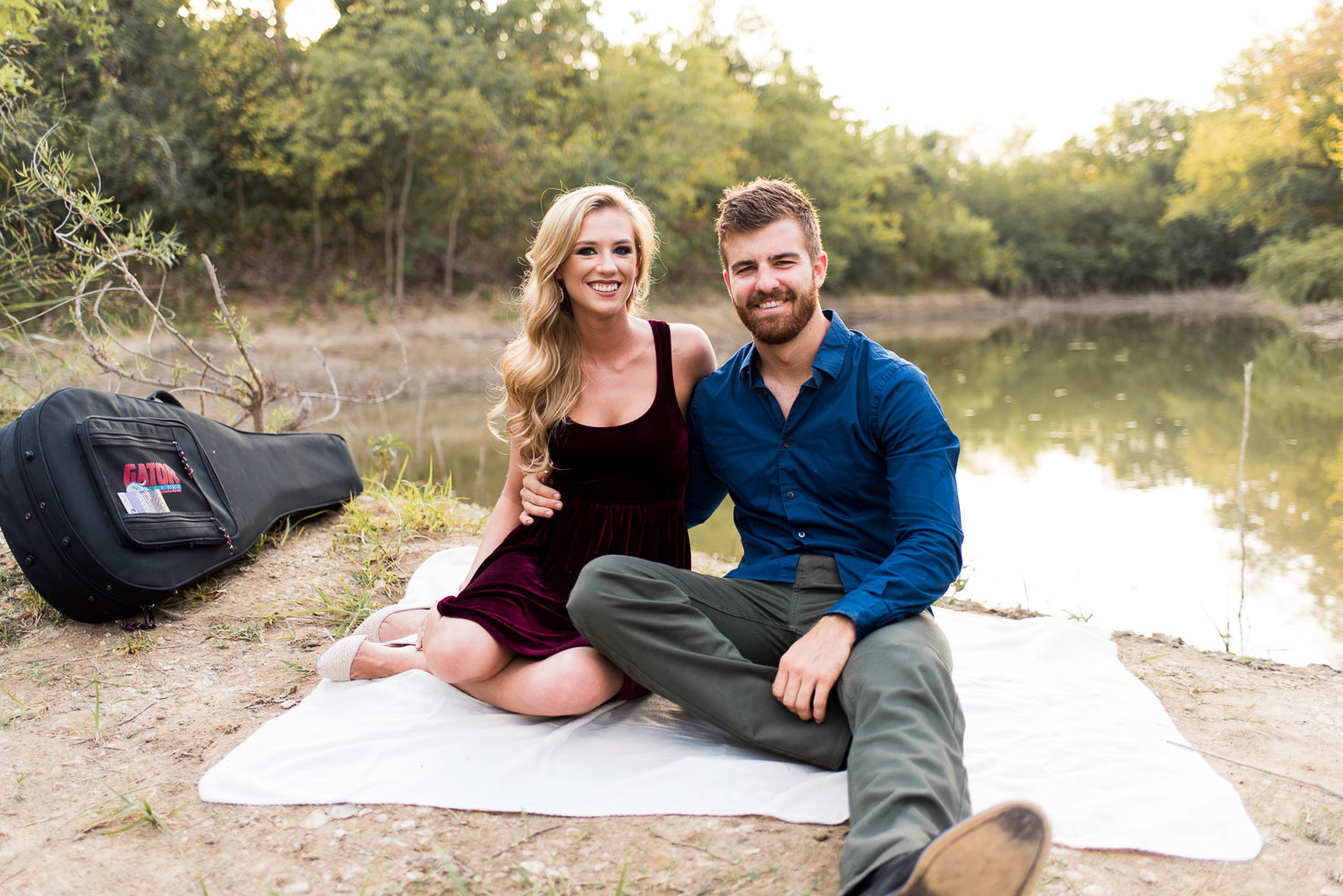 josh - lindsey - engagement - photos - alrington - texas - river - legacy - park-5.jpg