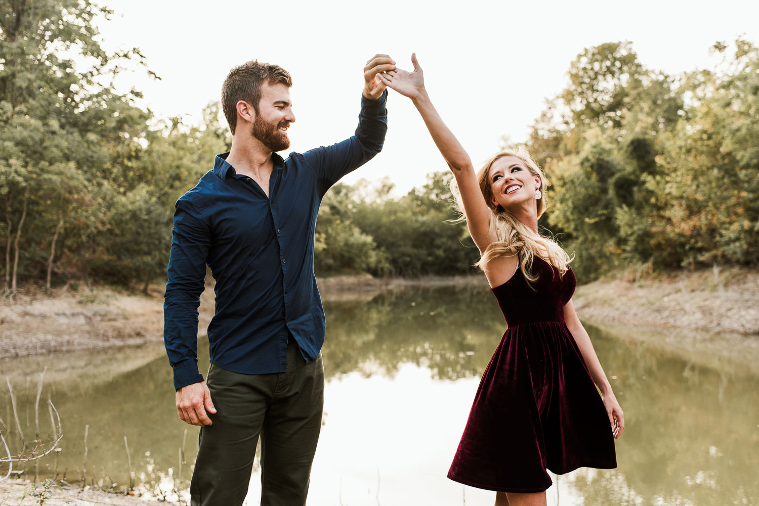 josh - lindsey - engagement - photos - alrington - texas - river - legacy - park-10.jpg