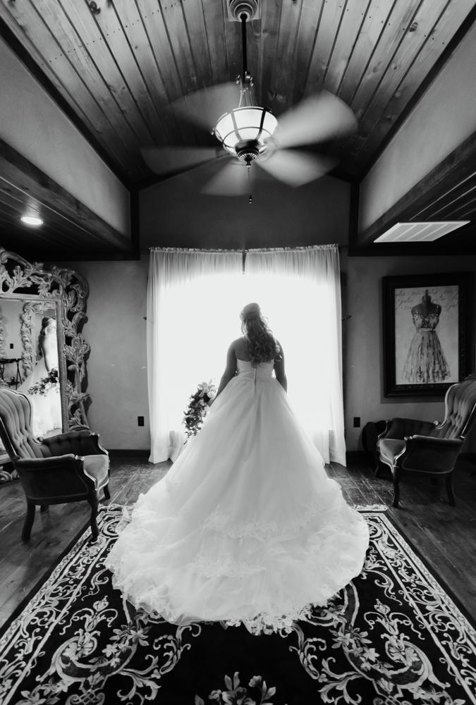 classic-oaks-ranch-mansfield-wedding-kaitlin-chris-5.jpg