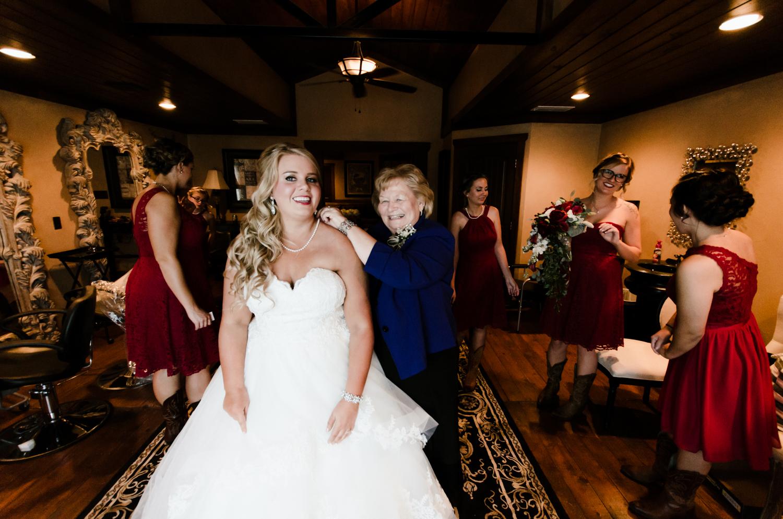 classic-oaks-ranch-mansfield-wedding-kaitlin-chris-4.jpg