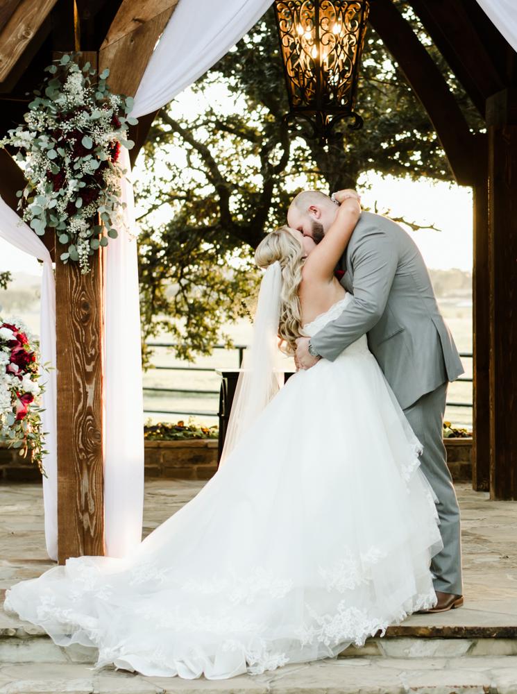 classic-oaks-ranch-mansfield-wedding-kaitlin-chris-18.jpg