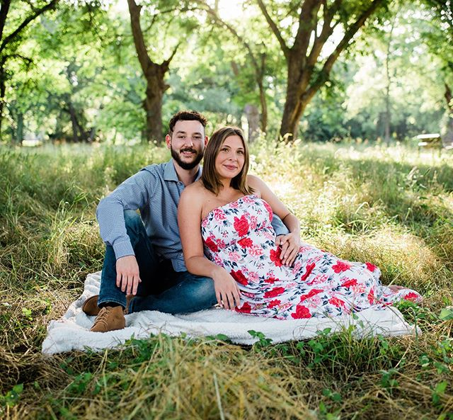 Lovely maternity/engagement session with these two😄  Beautiful glowing momma? I'd say so!