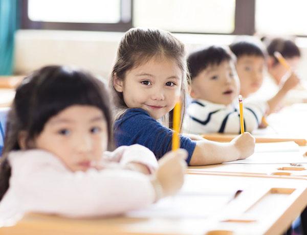 在地小學節能志工 - 媒合在地企業與學校,支援兒童節能教育,參與學校公益事務,發揮企業社會責任