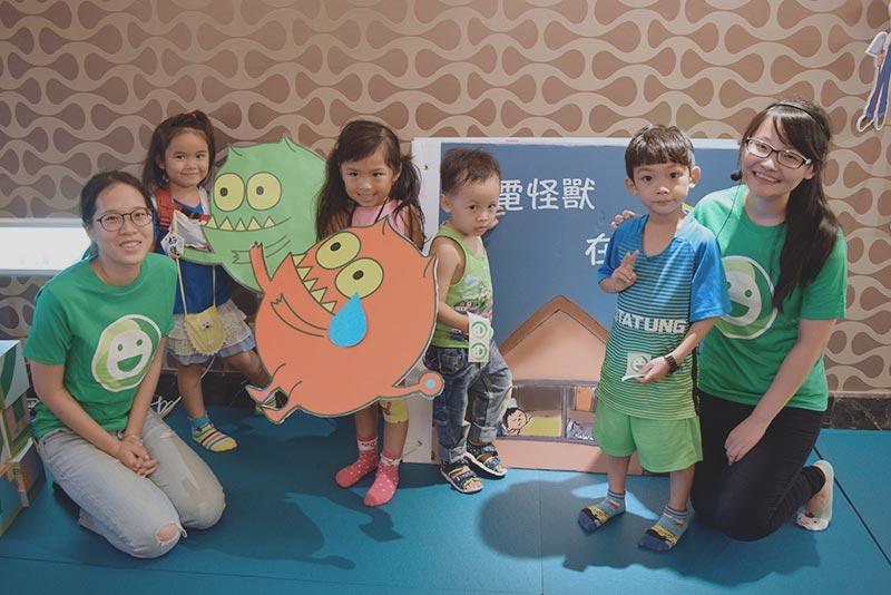 親子繪本派對 - 孩子最愛的樹精靈姊姊講故事,與孩子互動問答,家庭節能就此開始行動!