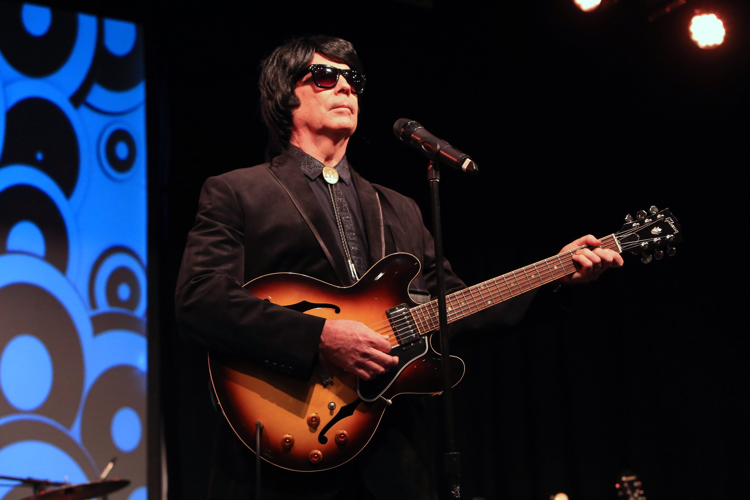 Tim Mahoney as Roy Orbison